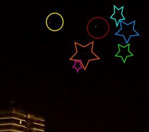 Dos planetas (círculos) y 5 estrellas