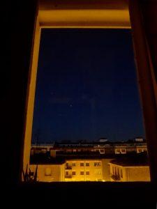 Hermosa vista del trio de astros con luz de alba