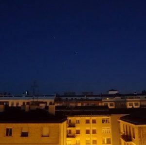 Saturno, Marte y Antares juntos durante el crepúsculo matutino